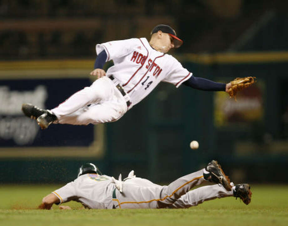 Houston's Bryan Pounds, top, jumps over Baylor's Shaver Hansen as Hansen slides safe into second base during the 2007 Houston College Classic. Photo: James Nielsen, Houston Chronicle
