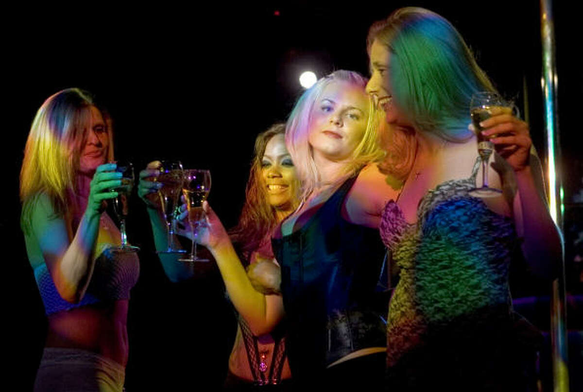 Dancers at Rick's Cabaret North gathered at midnight Wednesday to salute Anna Nicole Smith, who died in a Florida hotel room Feb. 8 at the age of 39. Similar tributes were planned for a dozen of the company's other clubs throughout the city and around the country.