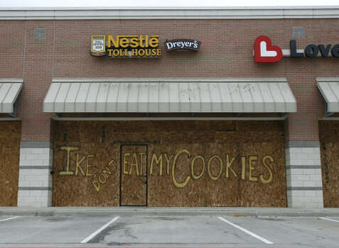 Businesses along Fairmont Parkway in Pasadena boarded their windows ahead of Hurricane Ike. Photo: Sharon Steinmann, Chronicle