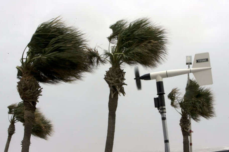 With winds picking up, an anemometer spins measuring wind speeds of more than 60 mph on Seawall Boulevard as Hurricane Ike approached Galveston. Photo: Johnny Hanson, Chronicle