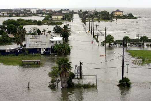 Water from Hurricane Ike covers much of Seabrook Friday. Photo: Eric Kayne, Chronicle