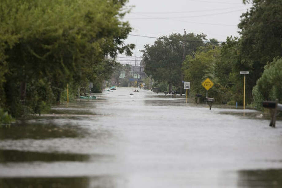 Water from Galveston's East Bay covers a portion of Toddville in Seabrook. Photo: James Nielsen, Chronicle