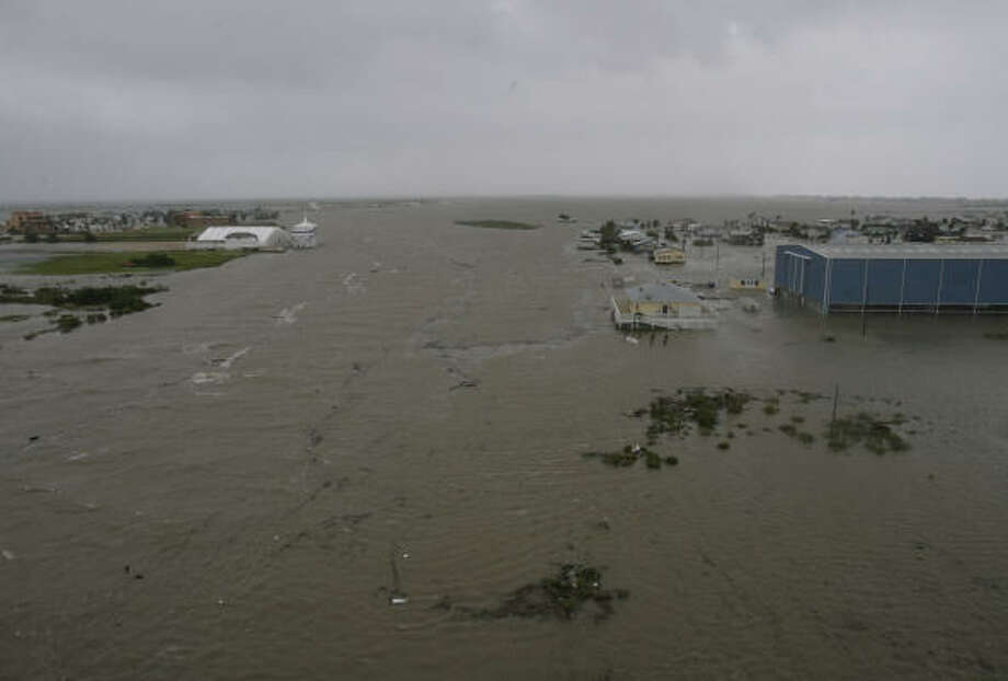 Water from Ike's storm surge has been rising all day in Surfside Beach. Photo: Julio Cortez, Chronicle