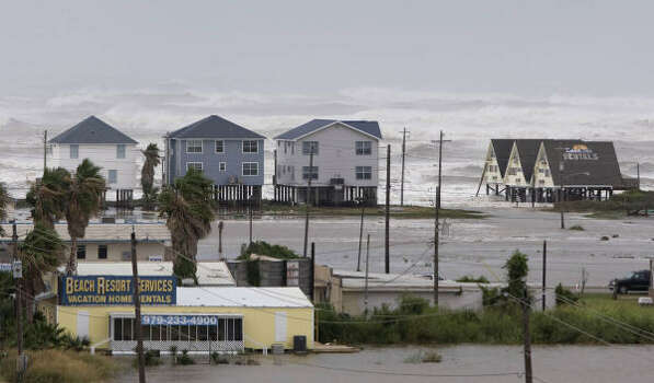 Surfside Beach is mostly empty Friday as Hurricane Ike approaches. Photo: Brett Coomer, Chronicle