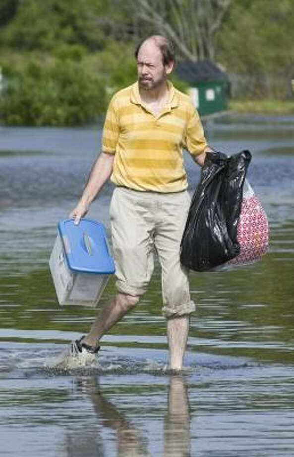 A Seabrook resident gathers up his belongings to leave ahead of Hurricane Ike Friday. Photo: Dave Einsel, Getty Images