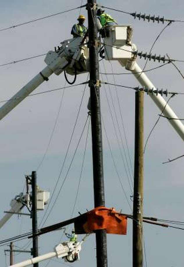 Repairs are made Wednesday to lines damaged by Hurricane Ike in Beaumont. Photo: Tony Gutierrez, AP