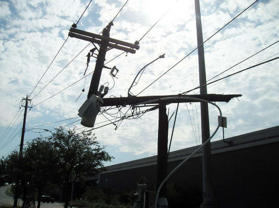 A power pole is split into a T-shape at Colquitt Street near Spur 527 in Houston. Photo: Luis Perez, Chronicle