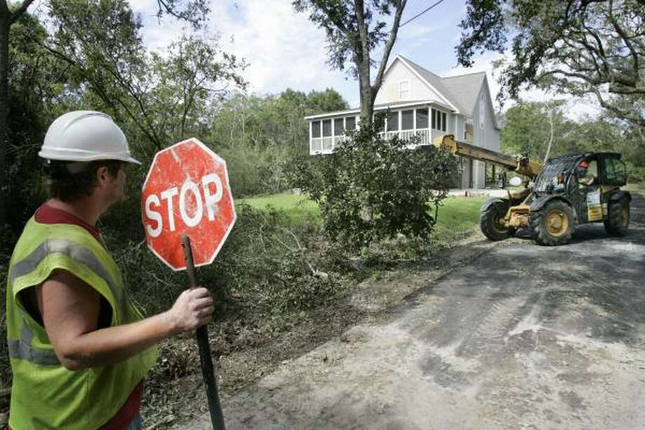 Recovery crews work to clear roadways and move brush left by Hurricane Ike in Seabrook. Photo: Frank Franklin II, AP