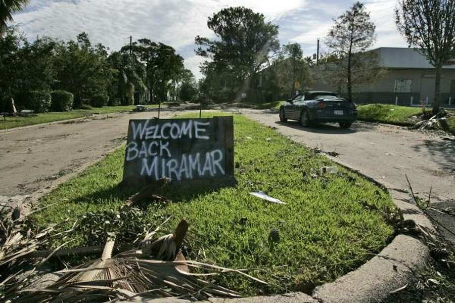 A handmade sign welcomes residents back to the Miramar subdivision of Seabrook. Photo: Frank Franklin II, AP
