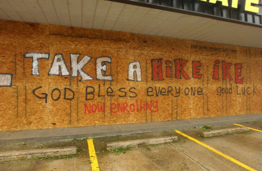 A Karate buisness on 518 and W. Circle St. in Pearland let their feelings known about Hurricane Ike. Photo: Jimmy Loyd, For The Chronicle