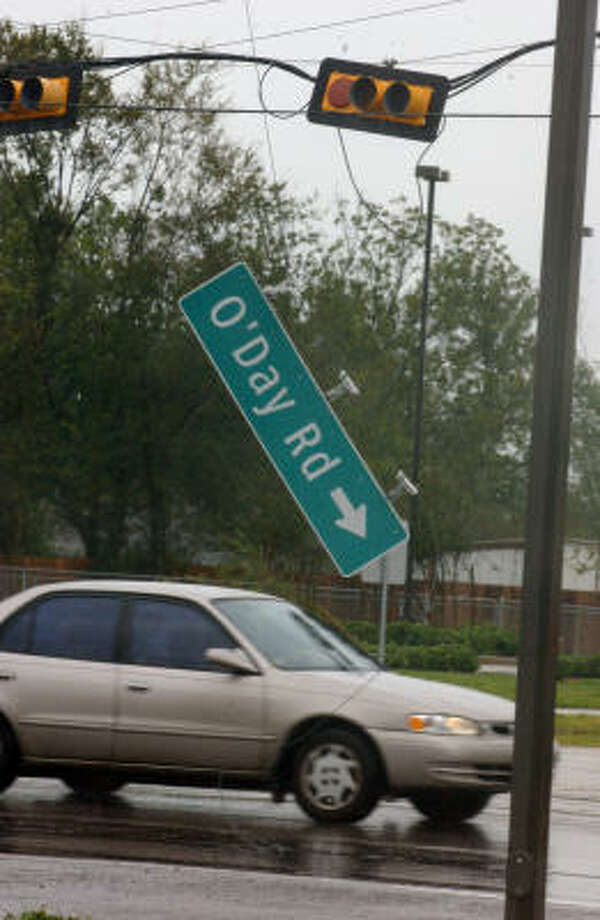 Signs and traffic lights all over Pearland didn't fare very well after Hurricane Ike. Photo: Jimmy Loyd, For The Chronicle