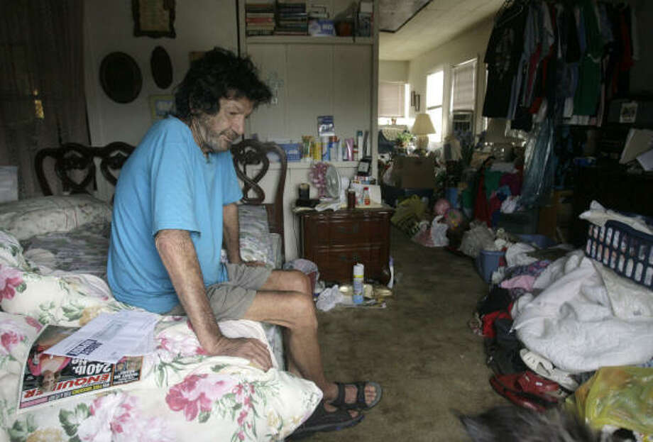 Bill Smith, who ducked under the radar of security officials and rode out Hurricane Ike in a house on Surfside Beach, Texas, sits in the bedroom Sunday where he's spent the last four days. Photo: Julio Cortez, Chronicle