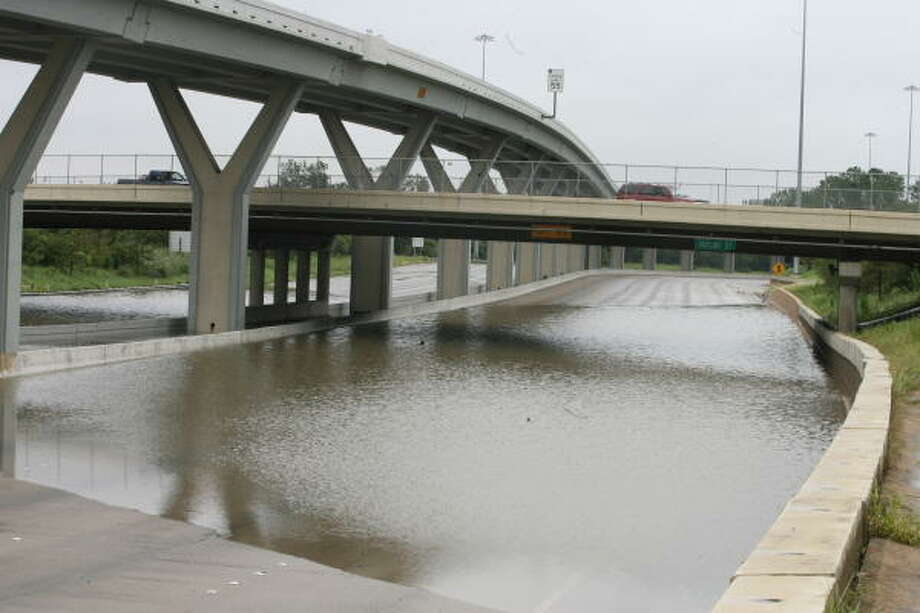 Floodwaters  from heavy rains Sunday shut down Interstate 10 at Taylor Street  in Houston. Photo: Jill Karnicki, Chronicle
