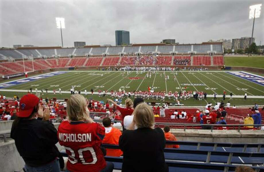 The crowd was sparse, but Deanna Garcia, Lynn Nicholson and Kathy Nicholson turned out to cheer UH on against Air Force in a game moved to Dallas by Hurricane Ike. Air Force won 31-28. Photo: Mike Stone, AP