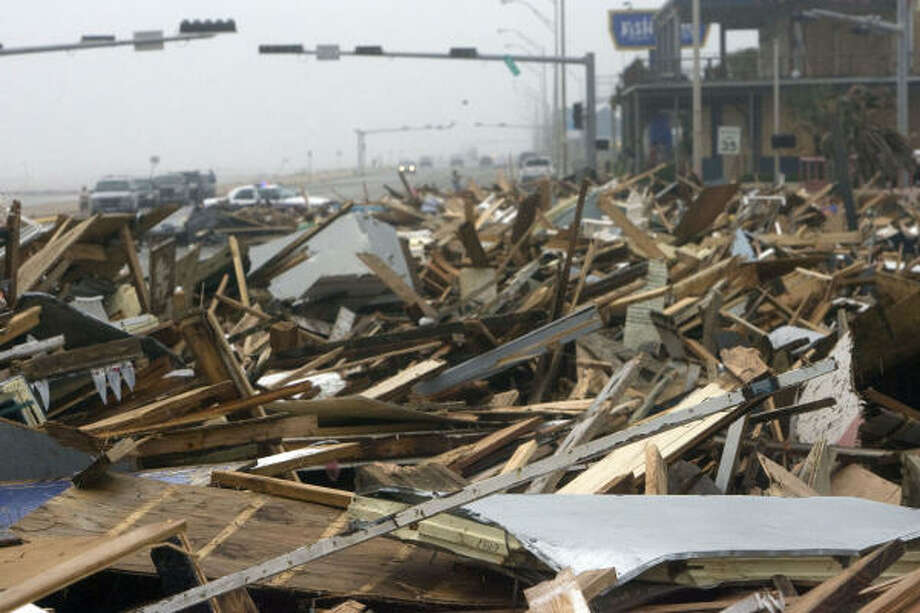 Hurricane Ike left the remnants of Murdock's Pier and Hooters along Seawall Boulevard. Photo: Johnny Hanson, Chronicle