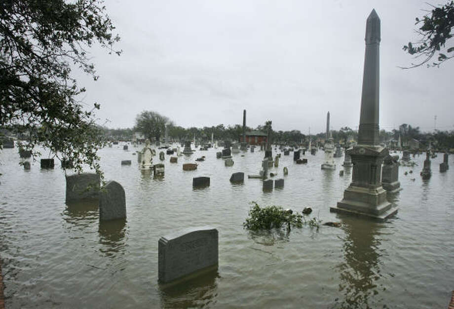 Storm surge floods a cemetery in Galveston. Photo: Matt Slocum, Associated Press