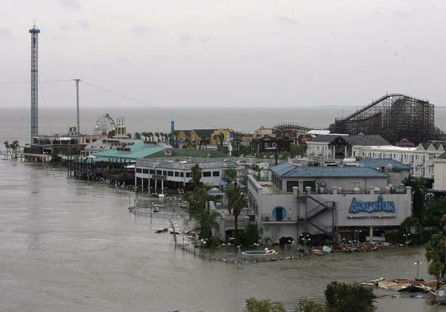 The boardwalk and lighthouse district in Kemah are flooded after Hurricane Ike passed through the area. Photo: Kevin M. Cox, Galveston County Daily News