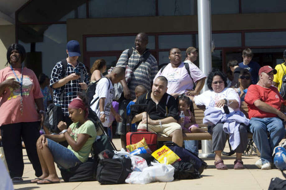 Hundreds waited at the Island Community Center in Galveston for buses that would take them to a shelter in Austin in preparation of Hurricane Ike. Photo: Johnny Hanson, Chronicle