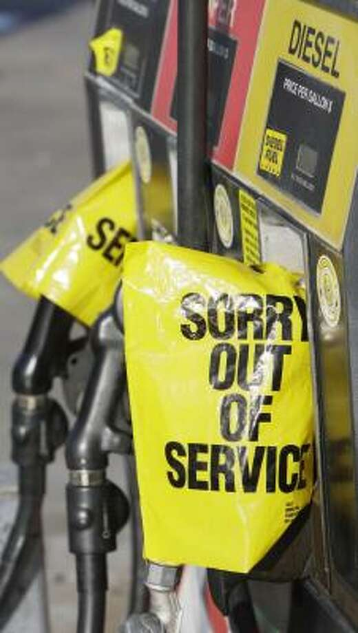 A League City gas station ran dry Thursday. Photo: MELISSA PHILLIP, CHRONICLE