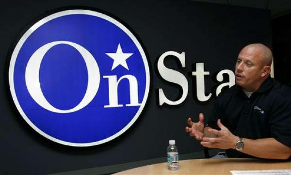 Brad Williams, uno de los gerentes de seguridad del servicio a automovilistas OnStar en Detroit, habla sobre cómo están manejando y monitoreando las llamadas y condiciones relacionadas con el huracán Gustav, el domingo, 31 de agosto del 2008.