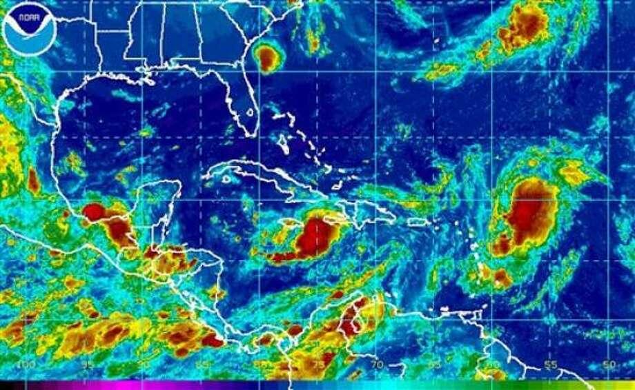 Imagen satelital de Gustav, al sur de la isla de Cuba, y de otras tomentas en el Caribe. Photo: Ramon Espinosa, AP