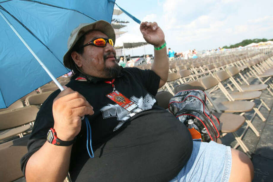 Lee Mase brought his own shade to Rock the Bayou. Photo: Bill Olive, For The Chronicle