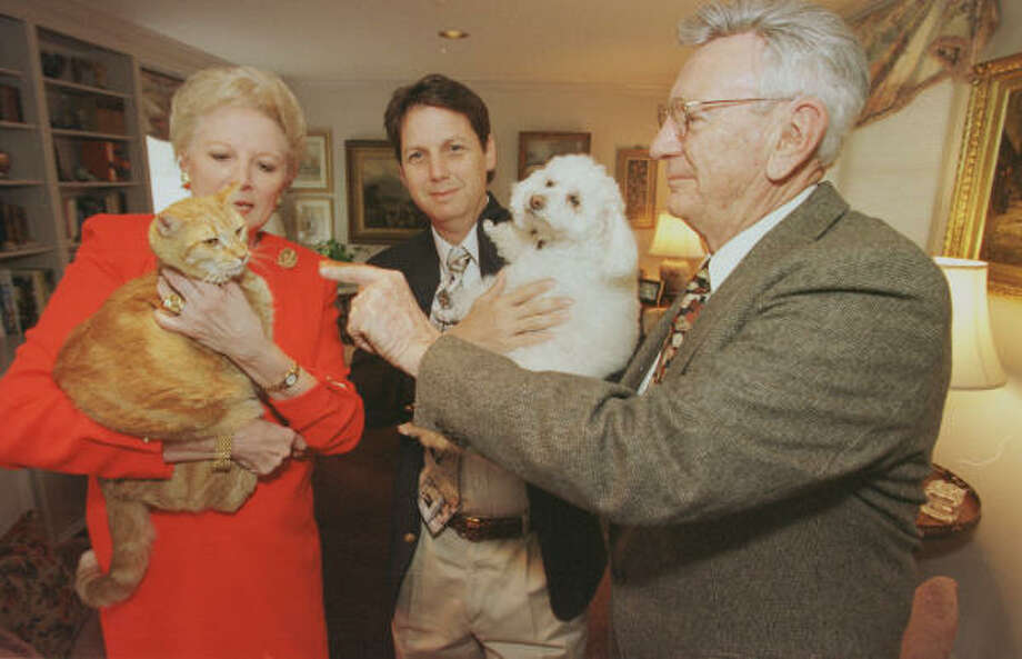 Allen Rhodes, right, Chronicle columnist Ken Hoffman and Rhodes' wife, Carol, took part in a Houston Humane Society fundraiser in 1999. Photo: Ben DeSoto, Chronicle File