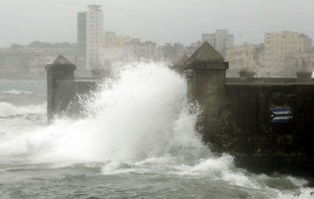 Waves caused by Hurricane Gustav hit the sea front of Havana's Malecon boulevard in Cuba Saturday. Photo: Associated Press