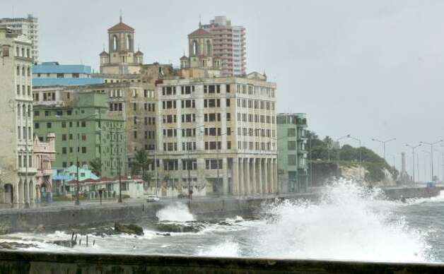 Waves caused by Hurricane Gustav hit the sea front of Havana's Malecon boulevard in Cuba. Photo: Associated Press