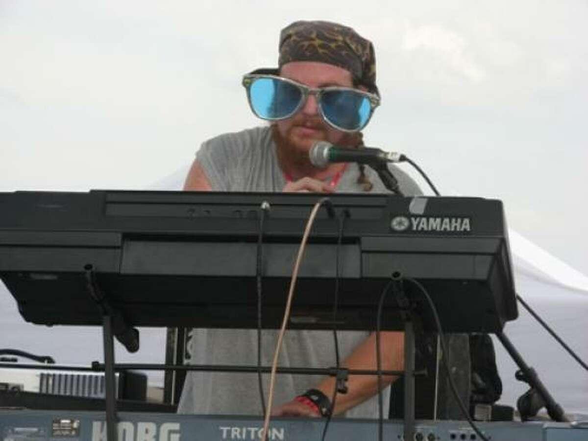 La Sed keyboard player Shawn and his wacky sunglasses.
