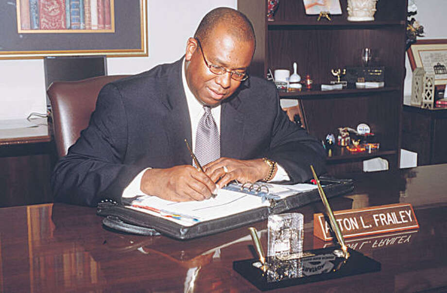 Alton Frailey, seen in 2002 during his days as Spring Branch assistant superintendent, is the sole finalist for the superintendent's post in the Katy school district. He currently heads the DeSoto Independent School District near Dallas. Photo: Shehla Z. Shah, Special To The Chronicle
