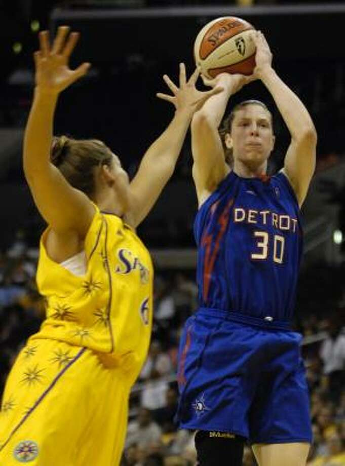 Detroit Shock's Katie Smith scored seven of her 18 points in the final 2:22 of the Shock's win over the Sparks. Photo: Chris Pizzello, AP