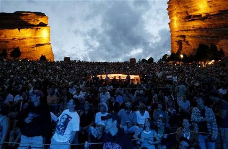 Un público entusiasta asiste a un concierto de bienvenida a la Convención Nacional Demócrata en Morrison, Colorado, el domingo, 24 de agosto del 2008. Photo: Matt Sayles, AP
