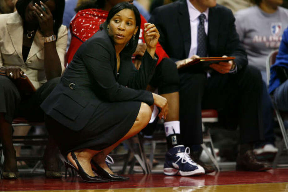 Coach Karleen Thompson and the Comets are looking to rebound from a disappointing 13-21 season. Photo: Steve Ueckert, Houston Chronicle