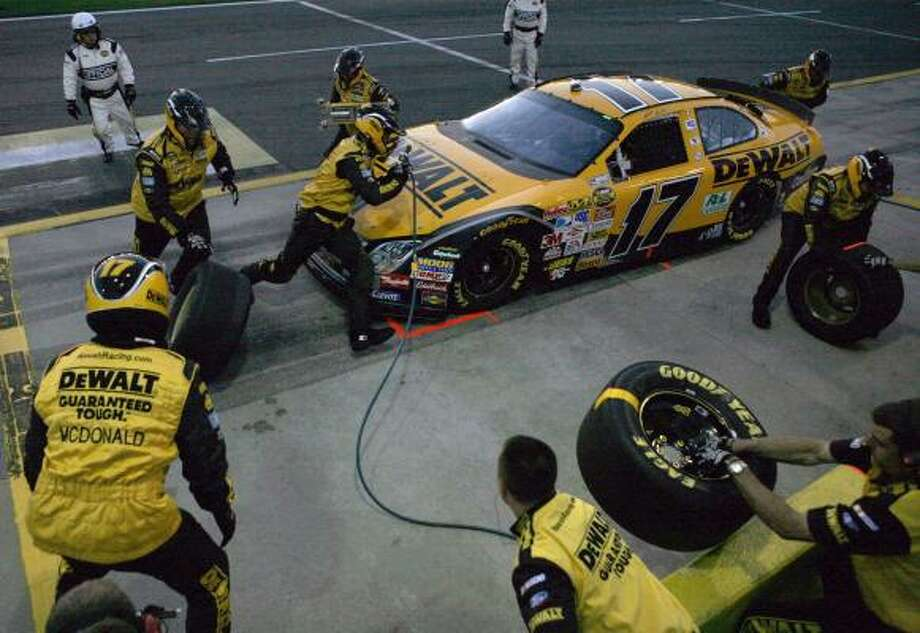 An 11.6-second pit stop — the quickest four-tire pit stop of qualifying — helped Matt Kenseth overtake Jimmie Johnson and win the pole Friday night for the Nextel All-Star Challenge at Concord, N.C. Photo: TERRY RENNA, Associated Press