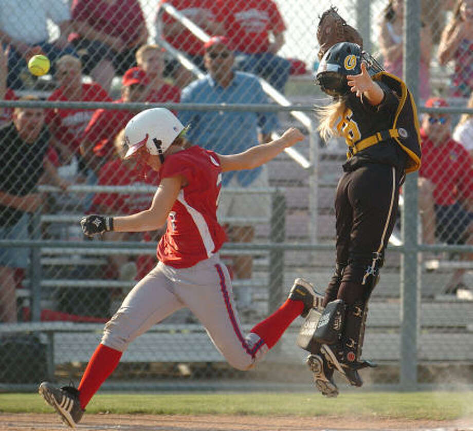 Tomball's Sadie Pitzenberger scores as the bail sailes over Garland's Kodie Garner in Game 1. Photo: Jerry Larson, Ap