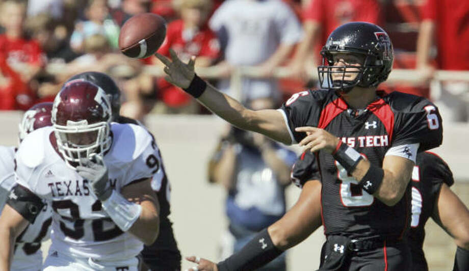 Texas Tech quarterback Graham Harrell finished the day with 417 yards on 30-of-37 passing. He threw three touchdowns and no interceptions. Photo: LM Otero, AP