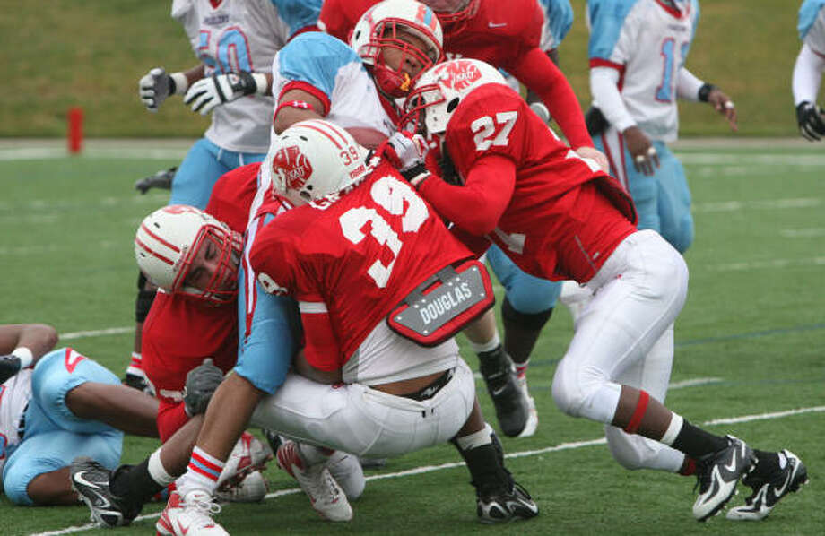 Katy will need more stout play from its defense to get past Pasadena Memorial on Saturday. Photo: Thomas Nguyen, For The Chronicle