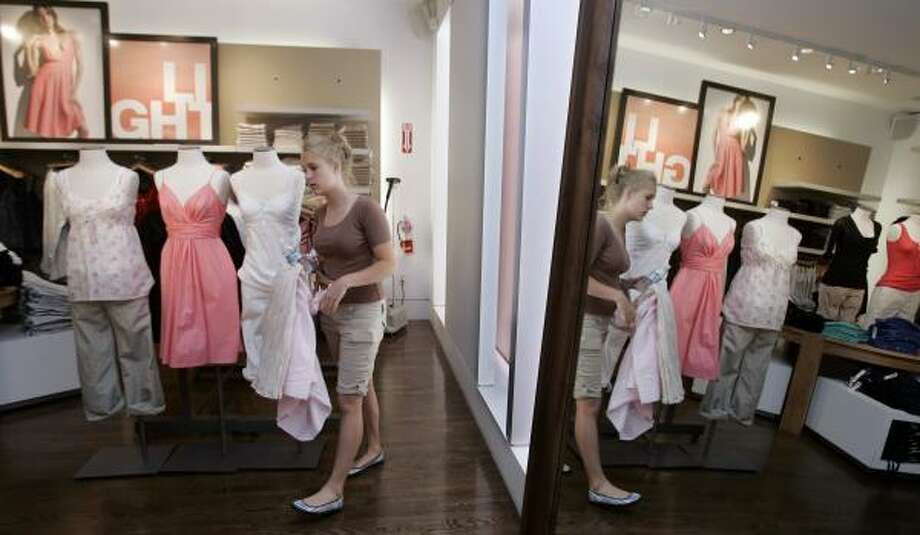 A customer shops at a Gap store in Palo Alto, Calif. The struggling clothing retailer reported its seventh straight quarter of falling earnings. Photo: PAUL SAKUMA, ASSOCIATED PRESS