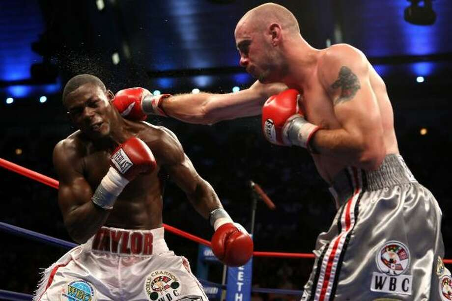 After being sent to his hands and knees in the second round, Kelly Pavlik — right, landing a straight right — put away Jermain Taylor in the seventh. Photo: AL BELLO, GETTY IMAGES
