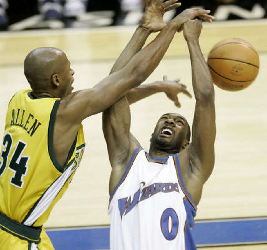 Gilbert Arenas (0) is making it hard for the Wizards to avoid distractions. Photo: Haraz N. Ghanbari, AP