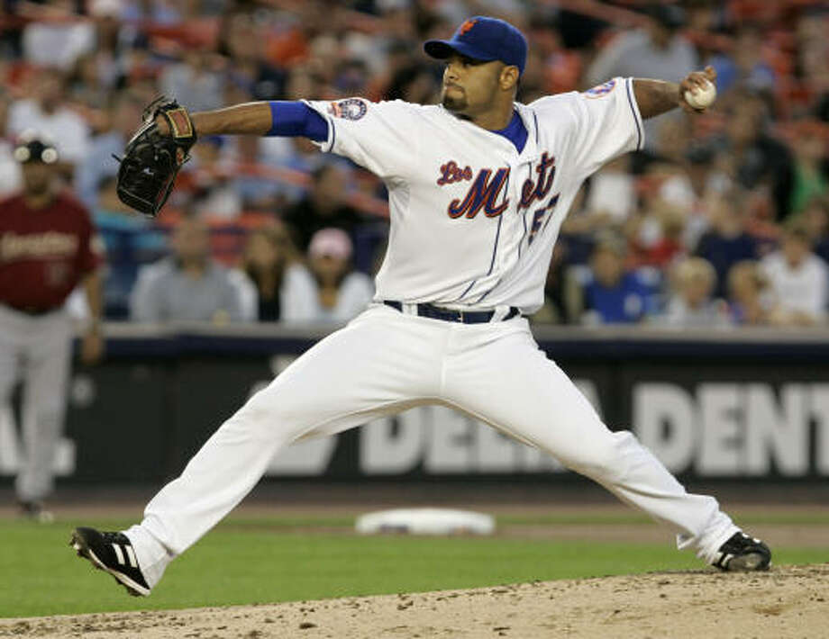 New York Mets starting pitcher Johan Santana delivers a pitch during the second inning against the Astros Friday, Aug. 22, 2008 in New York. Photo: Frank Franklin II, AP