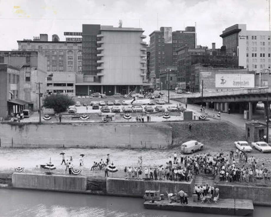 Houstonians gather at Allen's Landing prior to construction of the park. Photo: HOUSTON CHRONICLE LIBRARY
