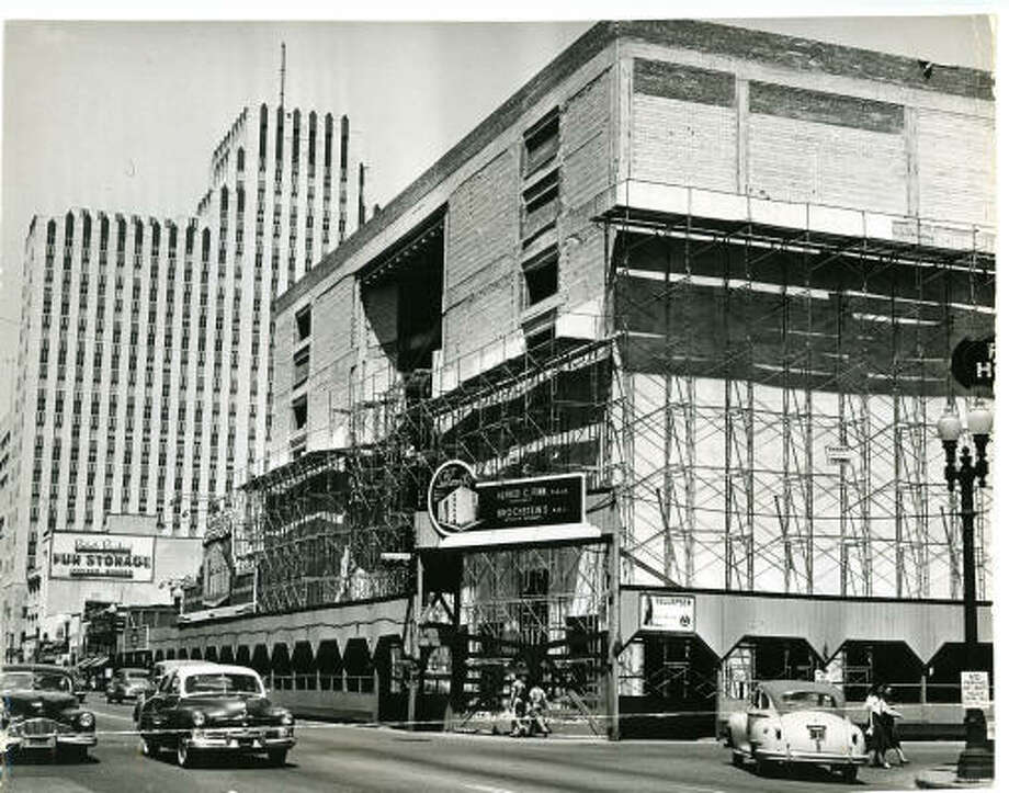 Downtown Sakowitz store under construction, Aug. 6, 1950.