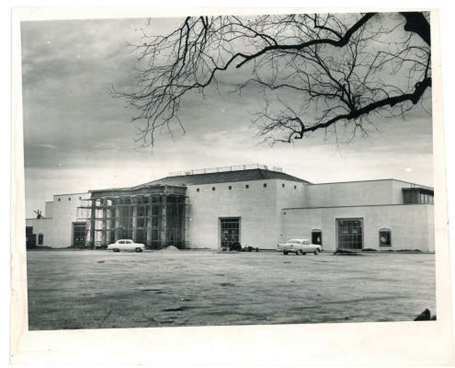 New $5,000,000 Sakowitz store nears completion. Jan. 30, 1959