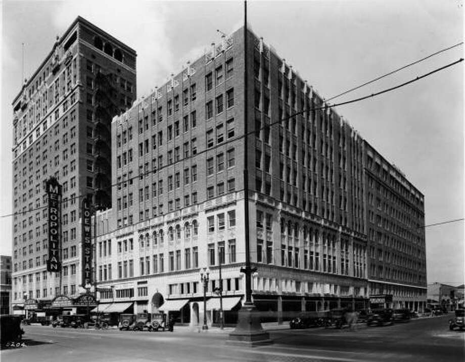A photo of Main Street taken in the '20s or '30s. Photo: Eidson Studio, Houston Chronicle Files