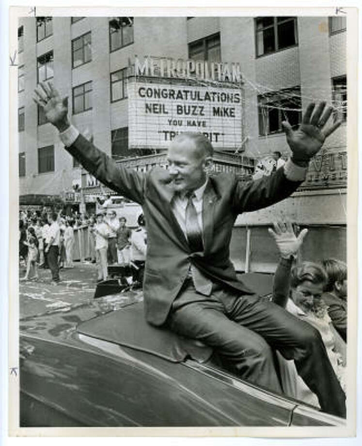 "Astronaut Buzz Aldrin and wife by marquee telling moonmen they have ""True Grit."" 8/17/69 Photographer: Fred Bunch , POST PHOTO. 