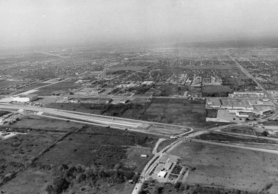 Aerial facing southwest of Westheimer Road at West Loop area in 1965. Photo: Sam C. Pierson, Houston Chronicle