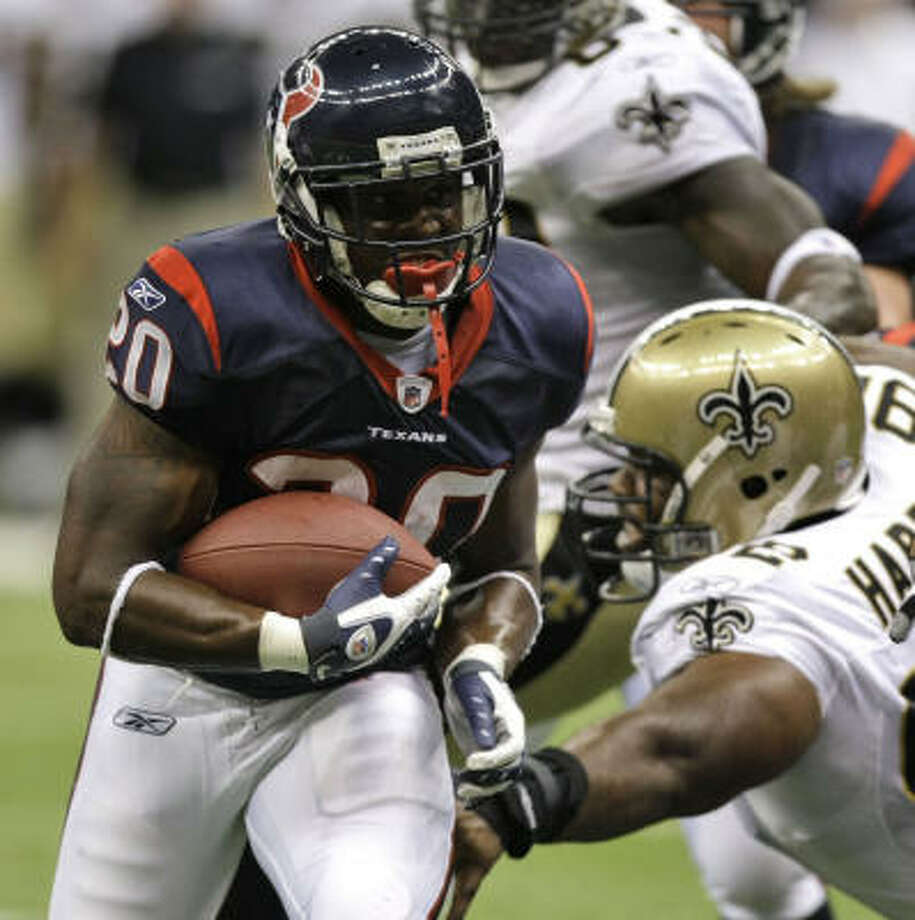 Texans running back Steve Slaton, left, runs past New Orleans Saints defensive tackle Orien Harris on his way to a 10-yard touchdown run in the fourth quarter of Saturday's preseason game in New Orleans. The Texans beat the Saints 31-27. Photo: Brett Coomer, Chronicle