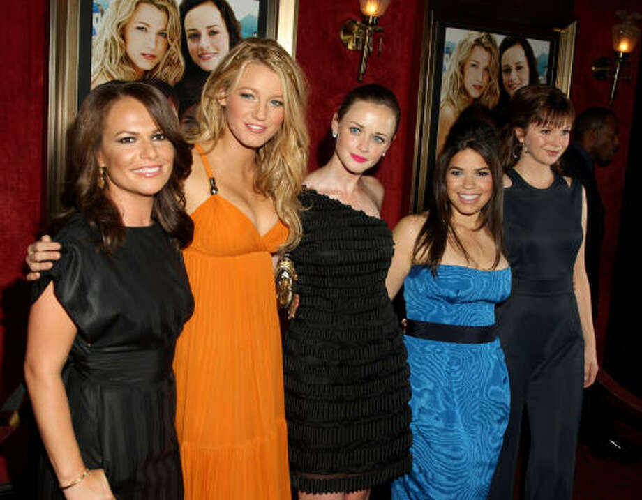 Director Sanaa Hamri, actresses Blake Lively, Alexis Bledel, America Ferrera and Amber Tamblyn attend the world premiere of The Sisterhood Of The Traveling Pants 2 presented by Warner Bros. Pictures at the Ziegfeld Theatre New York City. Photo: Stephen Lovekin, Getty Images